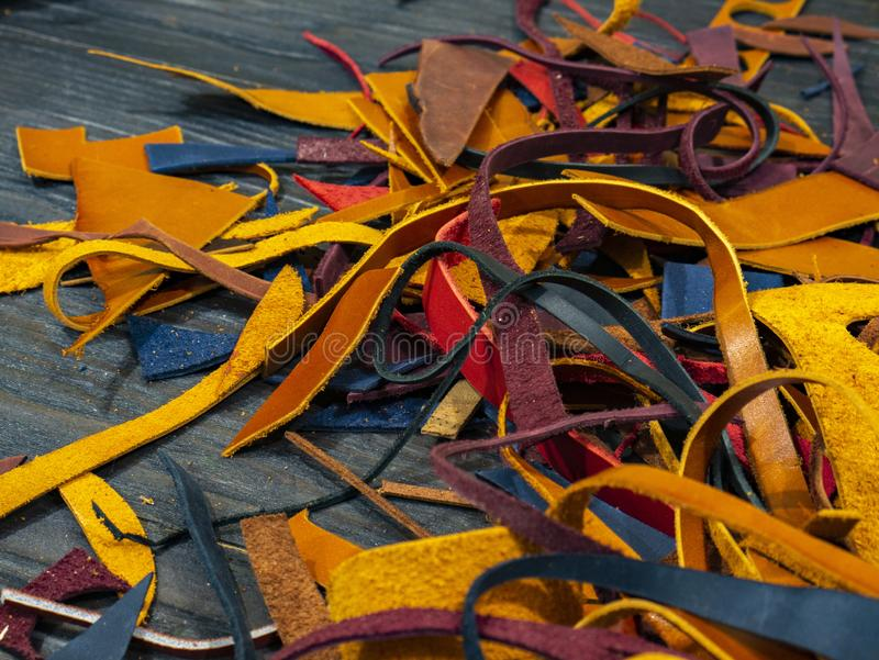 Beaucoup de morceaux de cuir coloré images stock