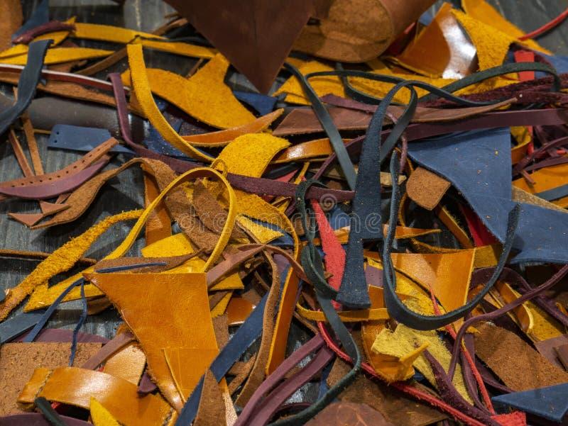 Beaucoup de morceaux de cuir coloré photos stock