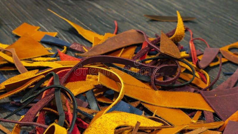Beaucoup de morceaux de cuir coloré photo libre de droits