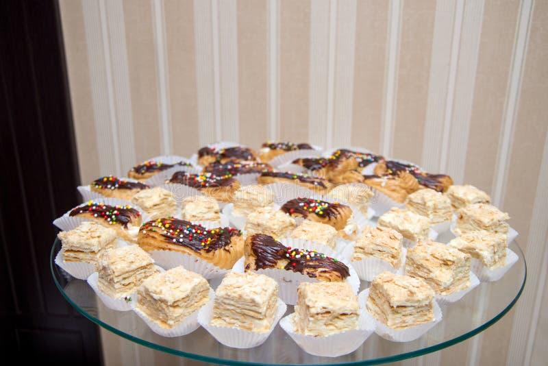 Beaucoup de napoléon de crème anglaise de pâtisserie d'une glace ronde photos libres de droits
