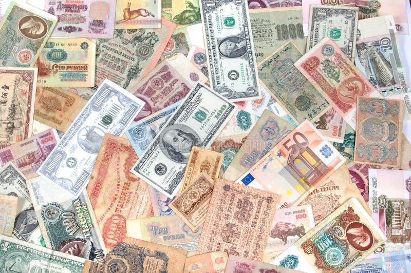 Beaucoup de pièces de monnaie, billets de banque de différents pays et périodes Argent photo stock