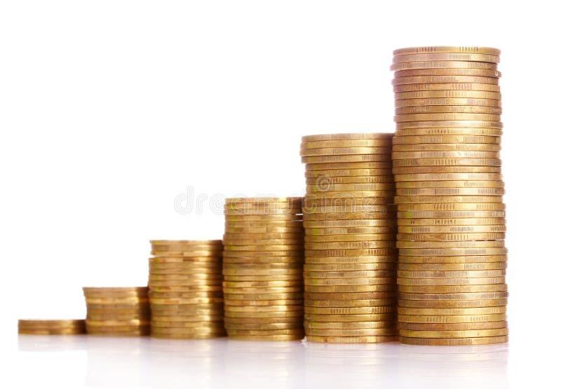 Beaucoup de pièces de monnaie dans le fléau d'isolement photo stock