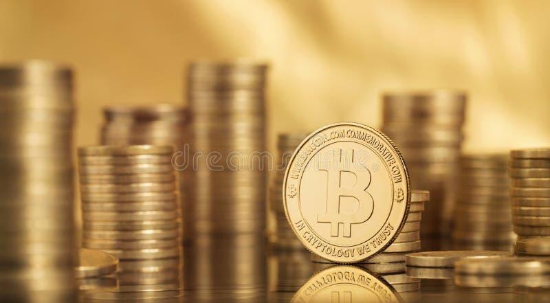 Beaucoup de pièces de monnaie de bitcoin photos stock