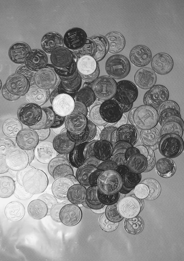 Beaucoup de pi?ces de monnaie d'Ukrainien P?kin, photo noire et blanche de la Chine photos libres de droits