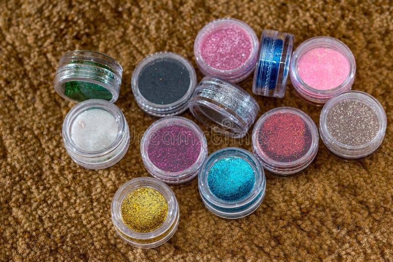 Beaucoup de pots de rond avec le scintillement lumineux multicolore image libre de droits