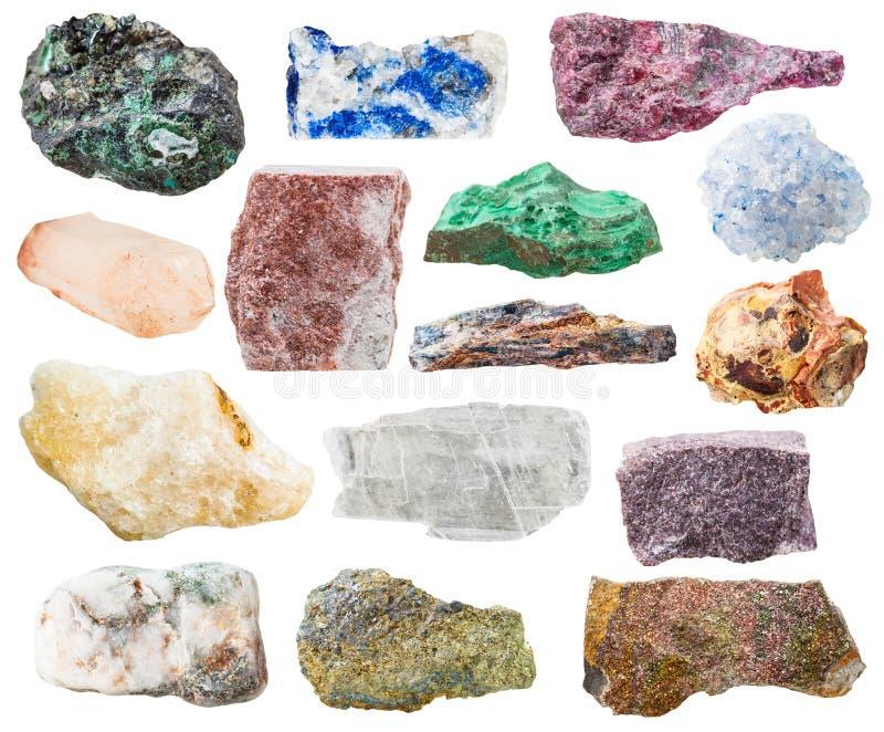 Beaucoup de roches et de pierres naturelles d'isolement sur le blanc image libre de droits