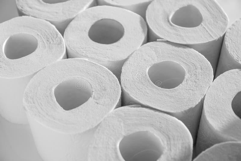 Beaucoup de rouleaux de papier hygiénique, plan rapproché images stock