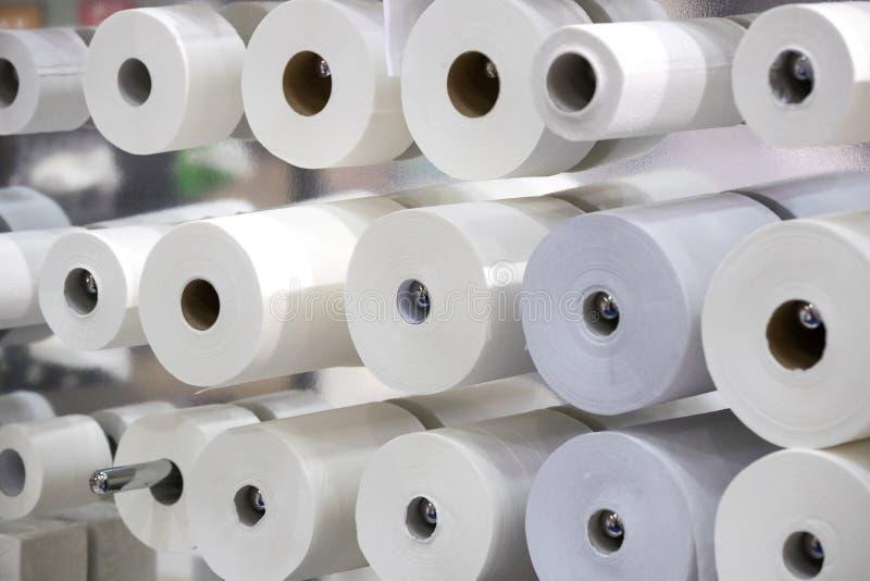 Beaucoup de rouleaux de papier hygi?nique photos stock