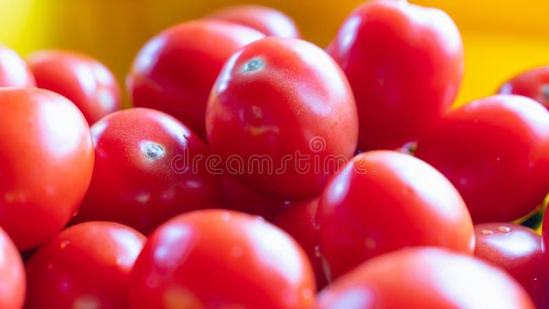 Beaucoup de tomates rouges sans branches sont un groupe Fond photographie stock libre de droits