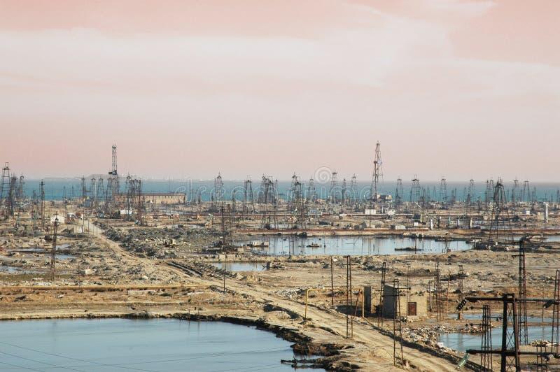 Beaucoup de tours de pétrole photographie stock libre de droits
