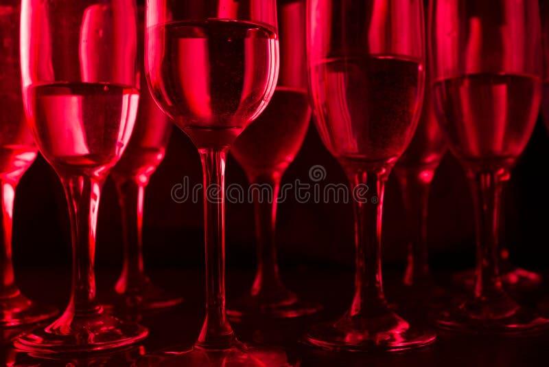 beaucoup de verres dans la lampe au néon photographie stock