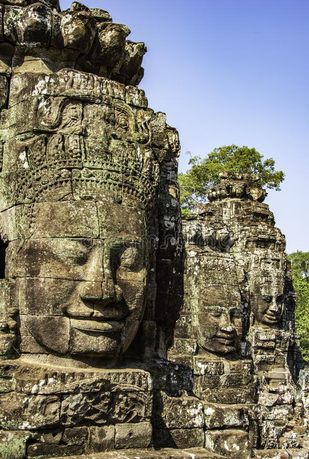 Beaucoup de visages du Bouddha image stock