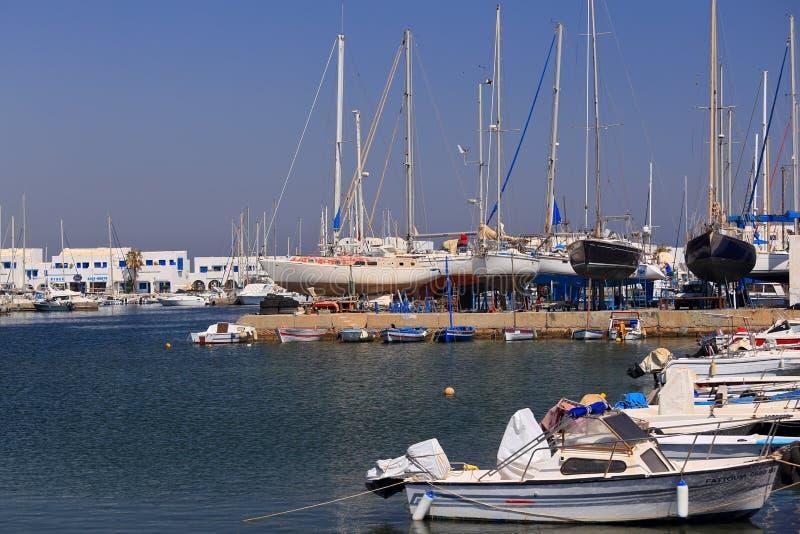 Beaucoup de yachts dans le port au pilier, Monastir tunisia images stock