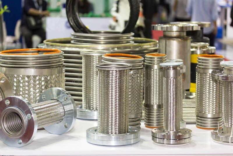 Beaucoup genre de tuyau flexible et de bride d'acier inoxydable pour le système élevé et moyen de la température ou de pression p photographie stock