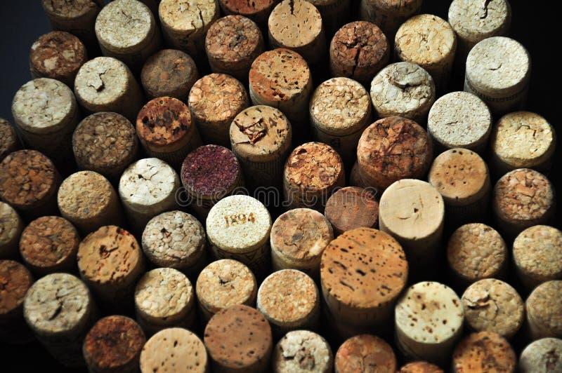 Beaucoup le vin en caoutchouc bouche le fond images libres de droits
