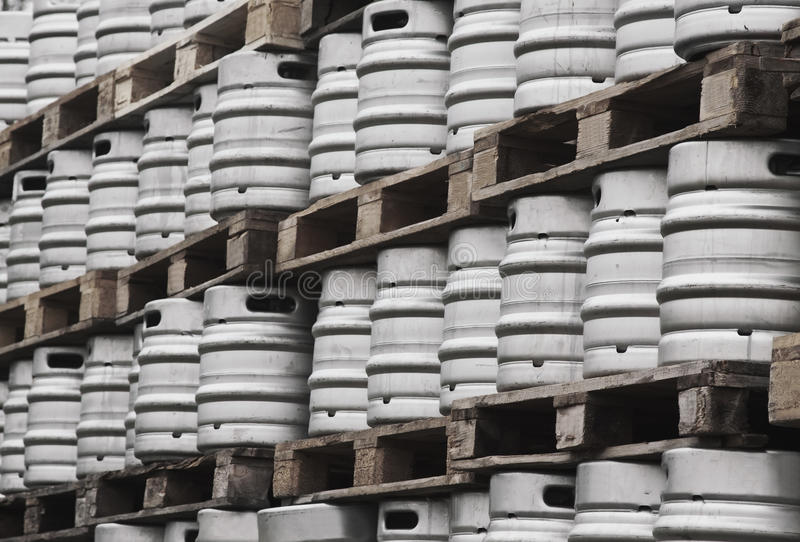 Beaucoup metal des barillets de bière photos libres de droits