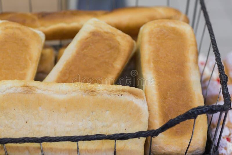 Download Beaucoup Outre Du Pain Dans Un Panier Image stock - Image du délicieux, système: 56488289