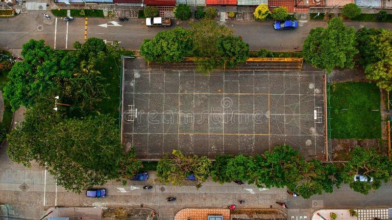 Beaucoup pratique en matière du football dans le petit paradis de la Colombie d'endroit images stock