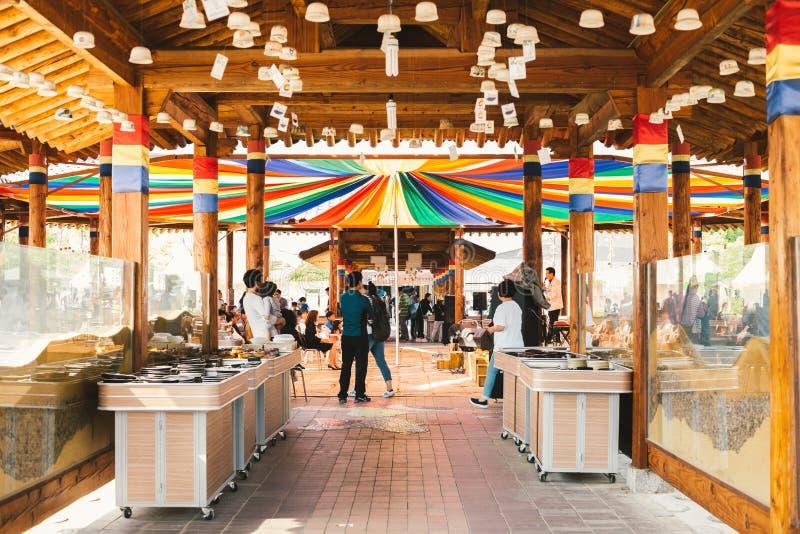 Beaucoup roulent dans le festival en céramique de Yeoju, Corée photographie stock libre de droits