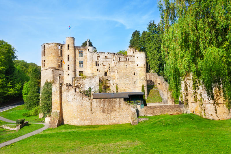 Beaufort城堡废墟在春日 免版税库存图片