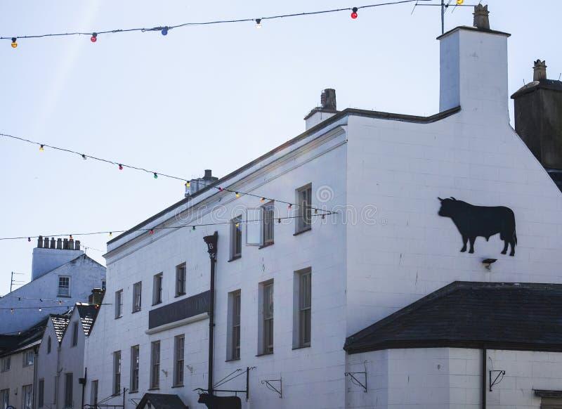 Beaumaris, Gales - casas e céus imagens de stock royalty free
