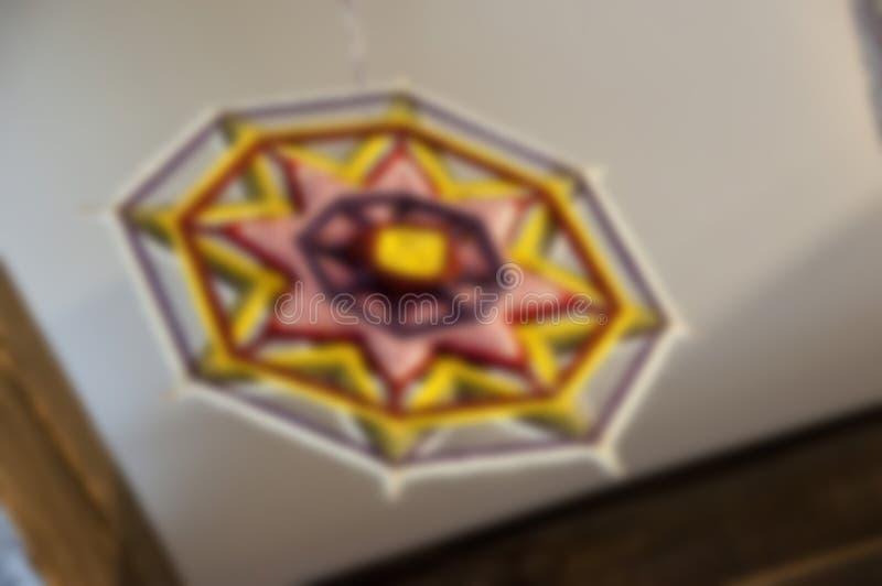 Beauté au-dessus de votre tête Vieux plafond brouillé Plafond décoratif avec le filtre de flou Plafond classique de tache flo photos libres de droits