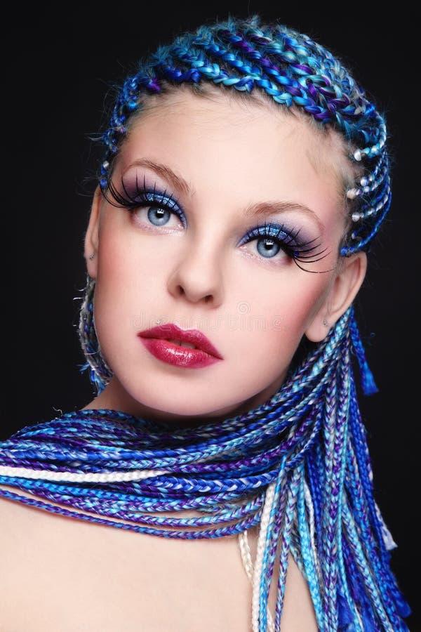 Beauté avec le cheveu bleu photos stock