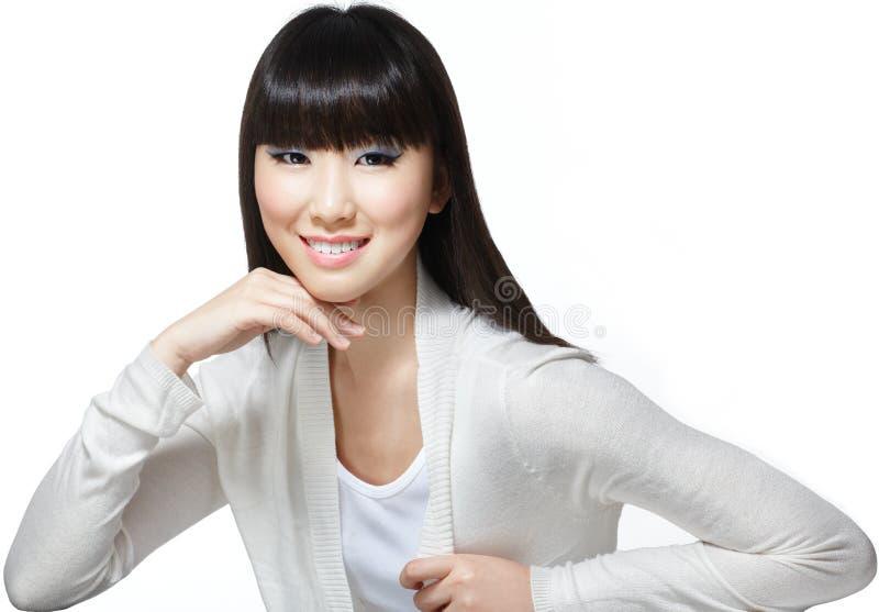 Beauté chinoise asiatique avec le long cheveu soyeux photographie stock