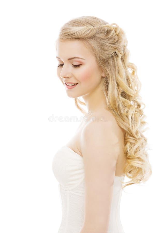 Beauté de cheveux et de visage de femme, coiffure modèle de Long Blond Curly photographie stock libre de droits