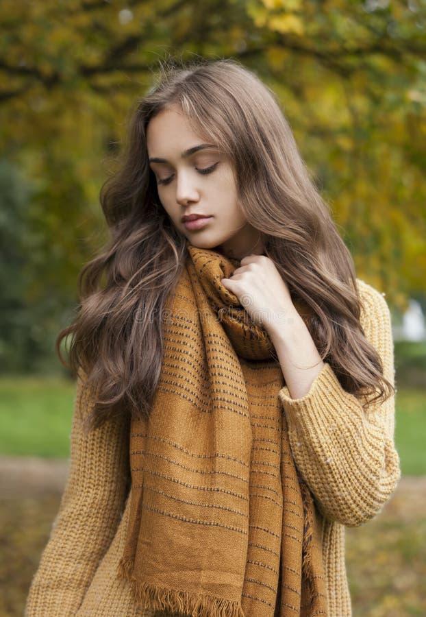 Beauté de mode d'automne photographie stock