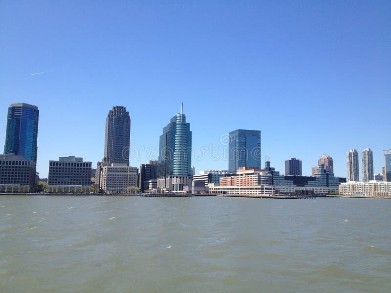 Beauté de New York City par l'intermédiaire de ferry images stock
