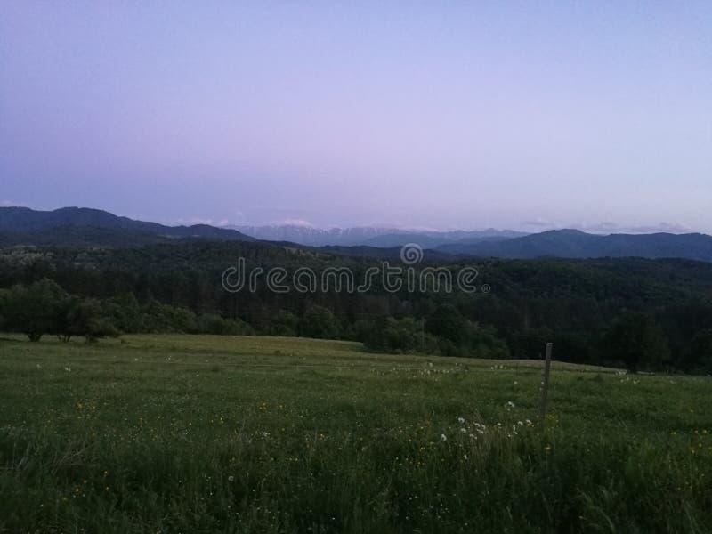 Beauté de nuit de montagne photographie stock libre de droits