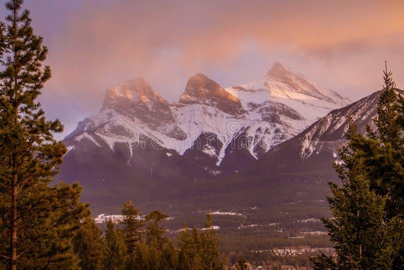 Beauté des montagnes de vallée d'arc, Canmore, Canada image stock