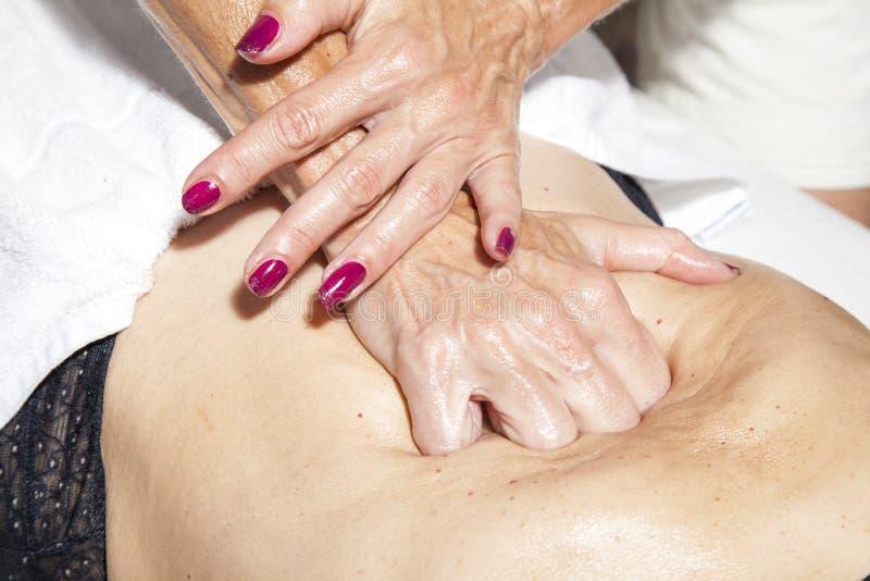 Beauté et anti massage de cellulites image stock