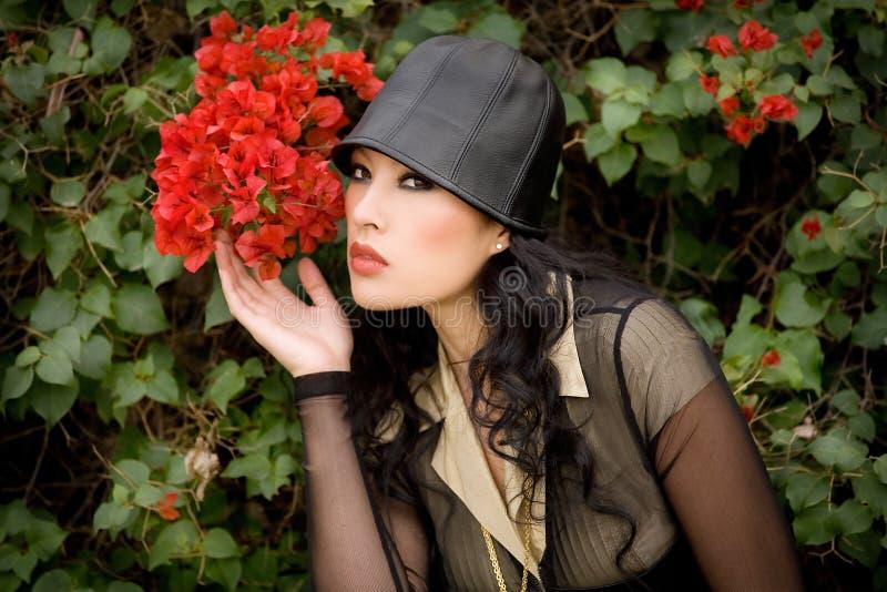 Beauté et bouganvillée photographie stock