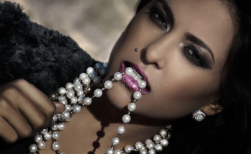 Beauté et diamants photographie stock