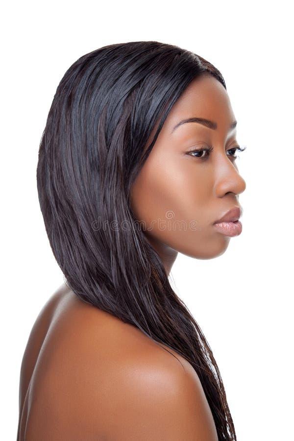 Beauté noire avec de longs cheveux photo stock