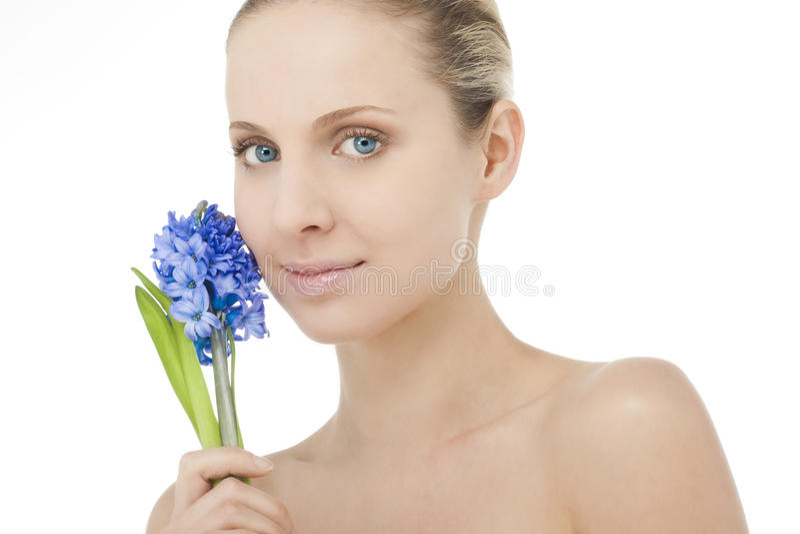 Beauté normale avec le bluebell photo stock