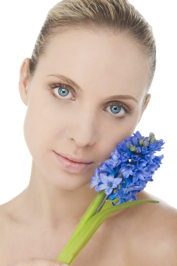 Beauté normale avec le bluebell image libre de droits