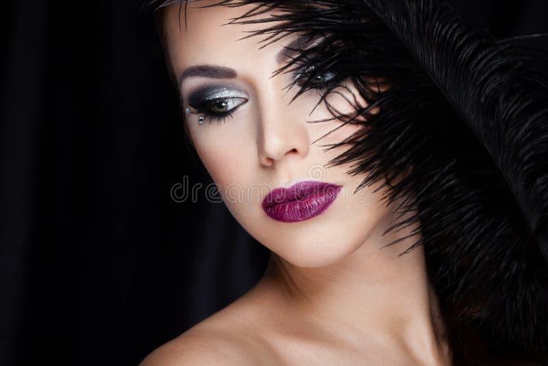 Beauté sur le noir images libres de droits
