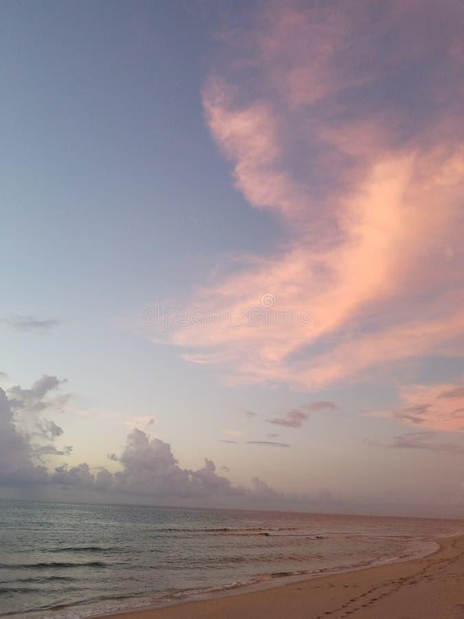 Beautful morgon på strandsoluppgången arkivfoton