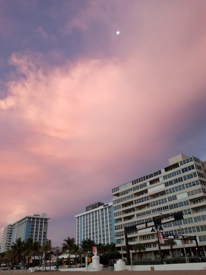 Beautful morgon på strandsoluppgången fotografering för bildbyråer