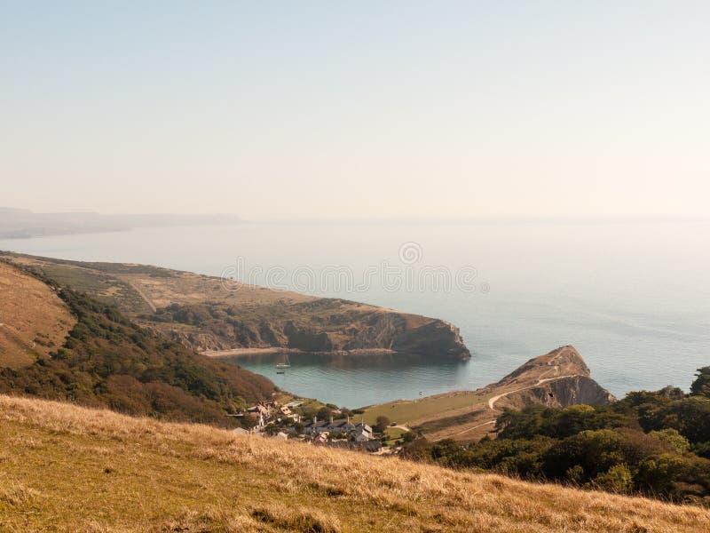 beauti de la bahía del día de verano del paisaje de la naturaleza de la opinión de Dorset de la ensenada del lulworth imagenes de archivo