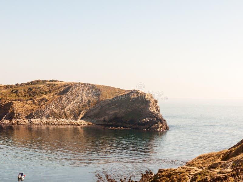 beauti de la bahía del día de verano del paisaje de la naturaleza de la opinión de Dorset de la ensenada del lulworth fotografía de archivo libre de regalías