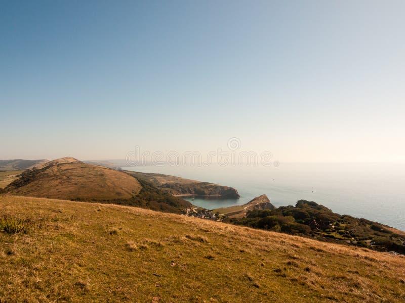 beauti de la bahía del día de verano del paisaje de la naturaleza de la opinión de Dorset de la ensenada del lulworth foto de archivo
