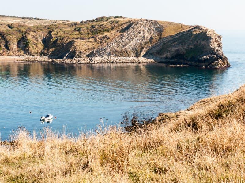 beauti de la bahía del día de verano del paisaje de la naturaleza de la opinión de Dorset de la ensenada del lulworth fotos de archivo