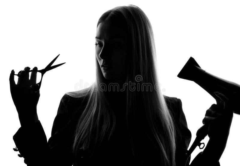 Beautician парикмахера женщины с ножницами фена для волос изолированными на белой предпосылке стоковое фото
