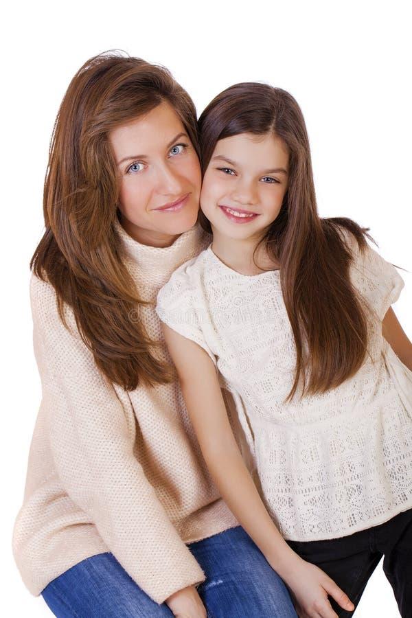 Beautifal小女孩和愉快的母亲 免版税库存图片