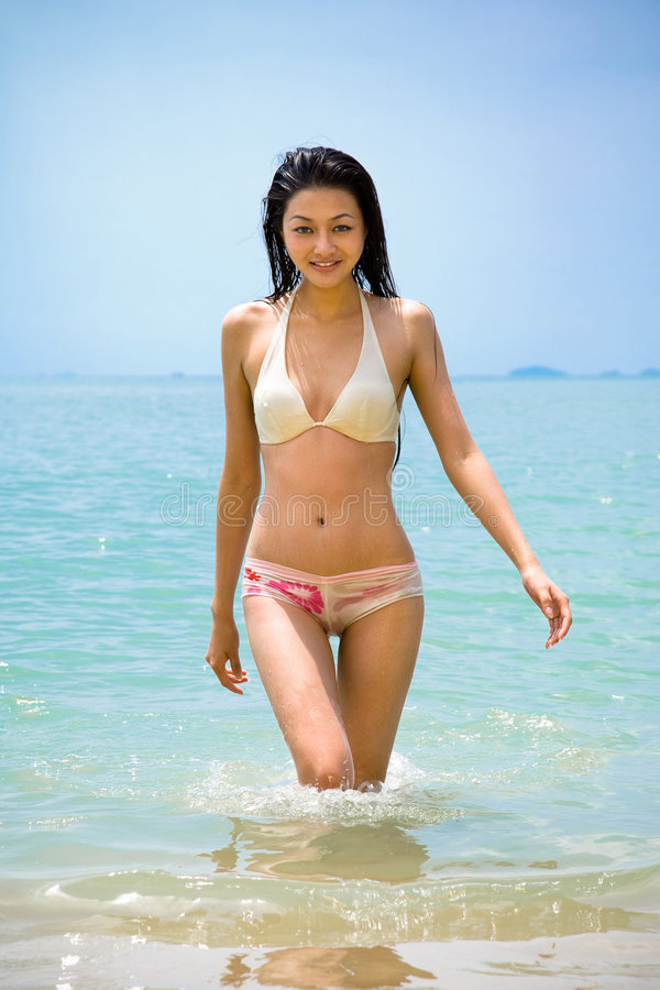 Free Beautiful Asian Woman At The Beach Royalty Free Stock Photography - 7385597