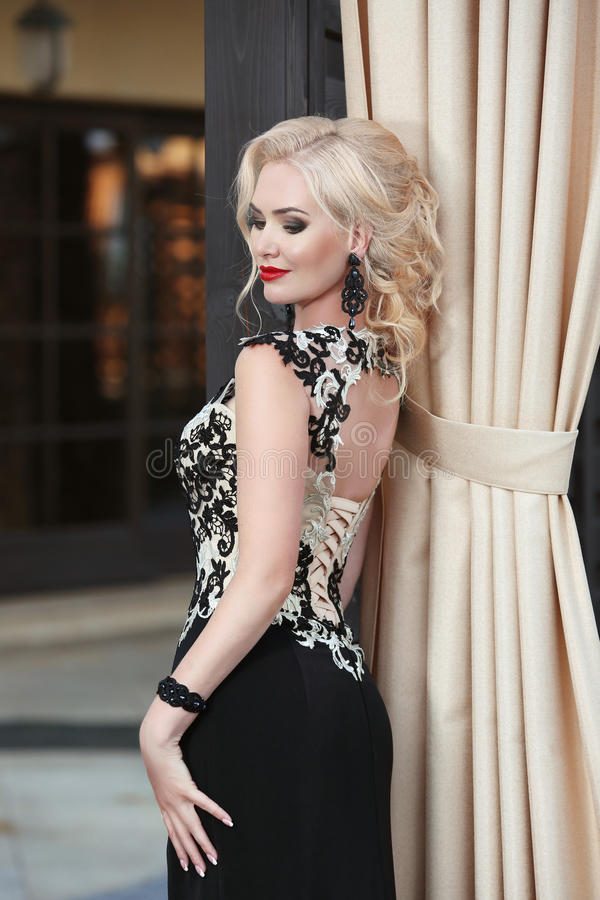 Beautiful Blond Lady In Elegant Dress. Hairstyle. Red Lips Makeup ...